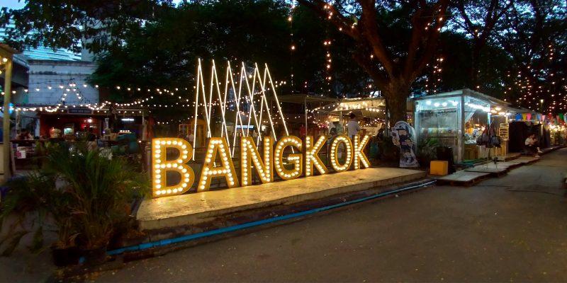 バンコクのナナ駅すぐのナイトマーケットはインスタ映えスポット